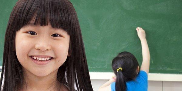 Perché i bambini giapponesi puliscono e riordinano le aule ogni giorno (VIDEO)
