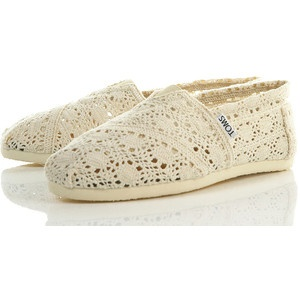 I CAN NOT FIND THESE ON THE WEBSITE!? do they not sell them? Lace Toms, Fashion Shoes, Receptions, Crochet Toms, Wedding Shoes, Tom Shoes, White Lace, Lace Shoes, Toms I