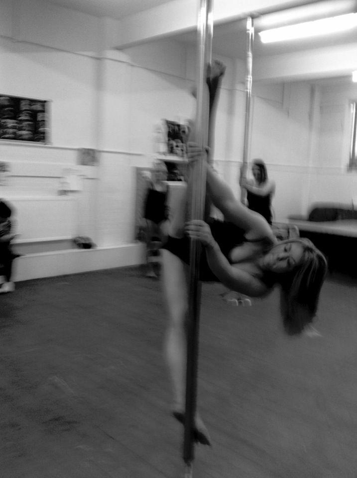 Pole dancing  Pole trick  Pole fitness  Splits