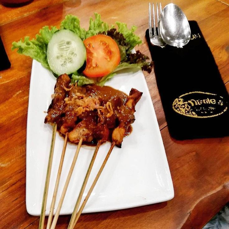 Tasty chicken satay @madeswarung airport 3rd floor international departure  :@fforfoood  #food #bali #holiday #satay #traveling #wanderlust #globetrotter #travel #travelblogger #flatlays #flatlay #flatlayoftheday #lunch #yummy #acolorstory #foodlover #tumblr #foodforfoodie #style #foodie #foodblogger #madeswarung #samsunglife #like4like #likeforlike #l4l #thebalibible #tagforlikes #followforfollow