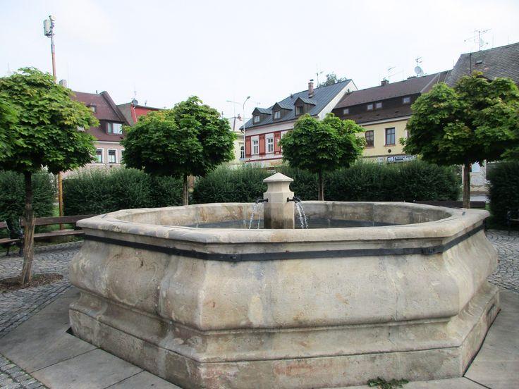 Kašna na náměstí v Chrastavě - Liberecko - Česko