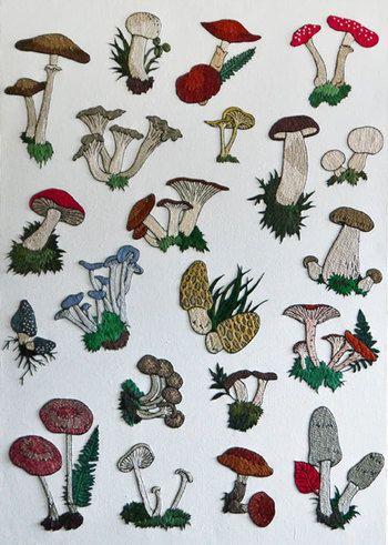 さまざまな種類のきのこを刺繍に。絶妙なリアルさが逆にかわいい。