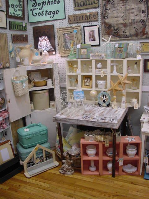 Flea market booth decorating ideas merchandise in for Decor vendors