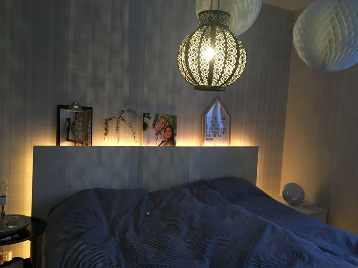 Sovrum Inredning Gammalt bord Sänggavel