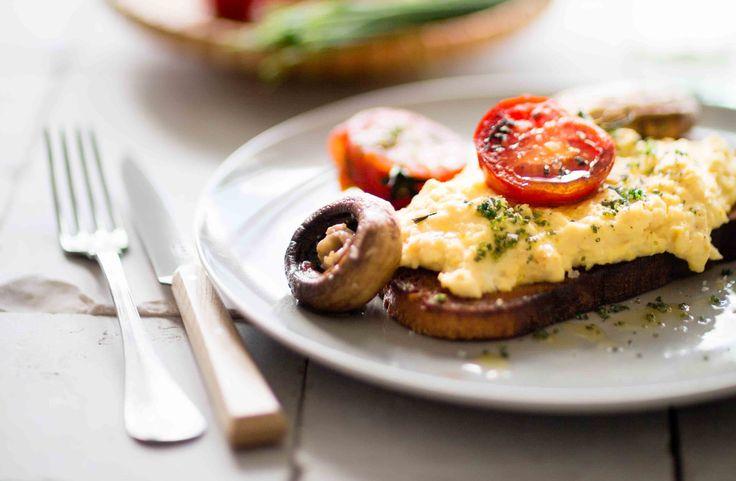 Recept på äggröra på bondbröd.Äggröra ska inte låta vänta på sig – så njut den direkt!