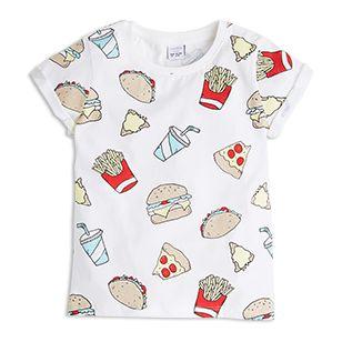 Tässä pehmeässä puuvilla-t-paidassa on esillä herkullisia ruokia. Tätä tuotetta on myös suurempia kokoja, jotta sisarukset voivat pukeutua samanlaisiin vaatteisiin.