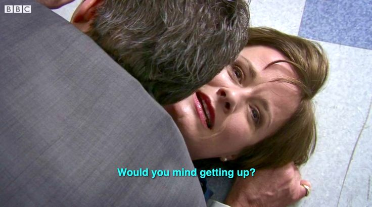 Holby City (17/29) Angus literally falls for Serena