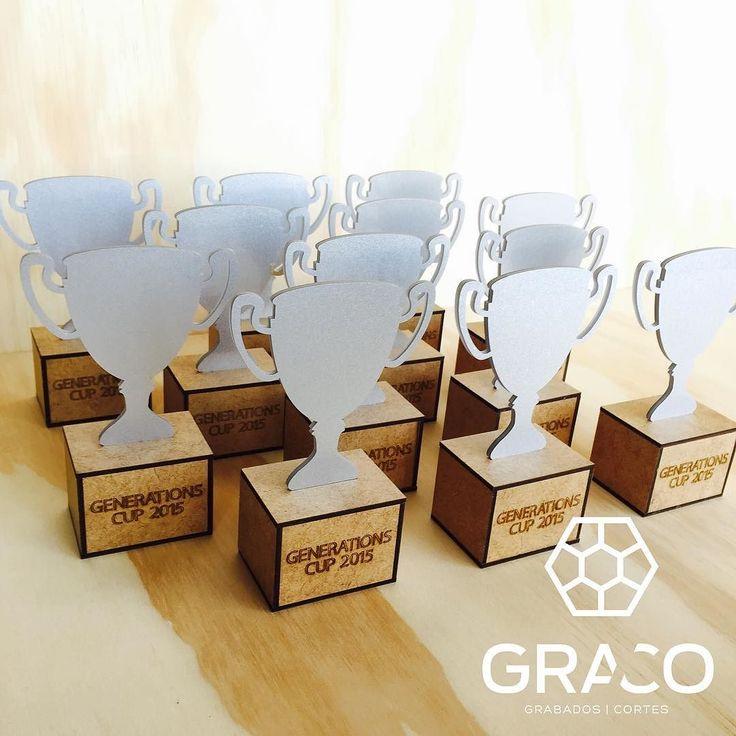 Cotiza con nosotros los reconocimientos de tu próximo evento. #reconocimiento #cup #trophy #lasercut #mdf #acrylic by gracomx