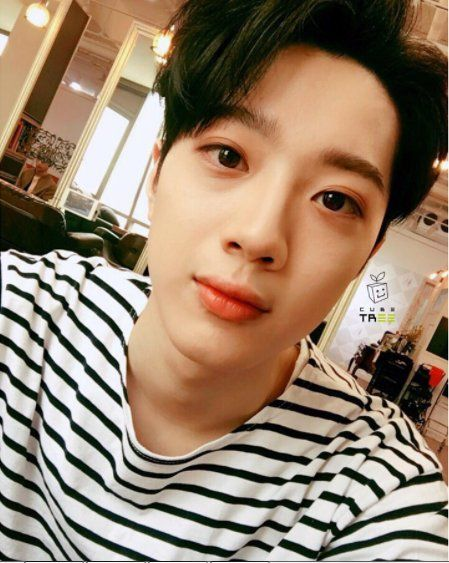 Lai Guanlin is very boyfriend in this photo