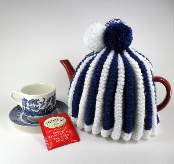Traditional Teapot Cozy  Ripple Design door AndreasDyelotDesigns, $25.00