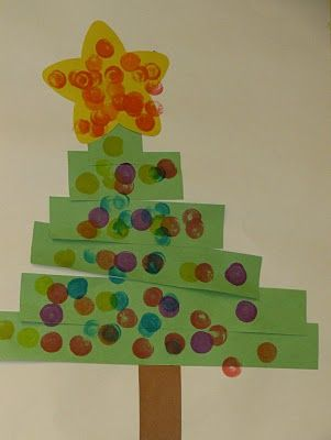 Avet de tiras de cartolina guarnida amb ditades de pintura/ Christmas tree: young children w special needs