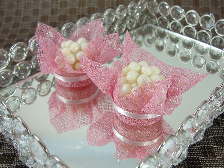 Forminhas para Doces Finos em Tela : Catavento : Rosa Claro / Rosa Bebê - Para decoração de mesa de doces em casamentos, formaturas, 15 anos, aniversários. http://vitrine.elo7.com.br/maisformosa