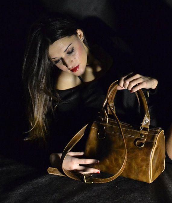 Genuine Leather Handbag 100 Made in Italy. by Despeguestore.