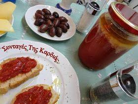 Κάθε καλοκαίρι, όταν οι ντομάτες είναι στην εποχή τους, η μητέρα μου συνήθιζε να φτιάχνει σπιτικό πελτέ ντομάτας, ώστε να έχουμε αποθέματα γ...