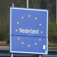 Als je dit bord na de vakantie weer ziet weet je....bijna thuis.. :-)