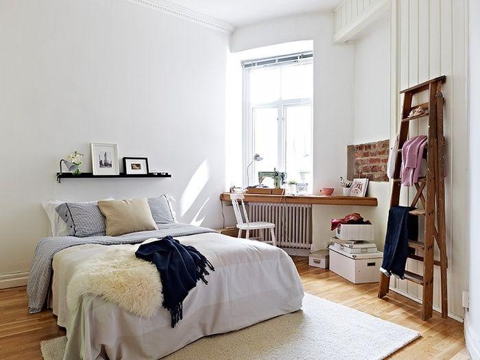 狭い部屋のレイアウトは海外インテリアに学ぶ 4畳や1kの一人暮らしさんへ キナリノ 自宅で インテリア 寝室のインスピレーション