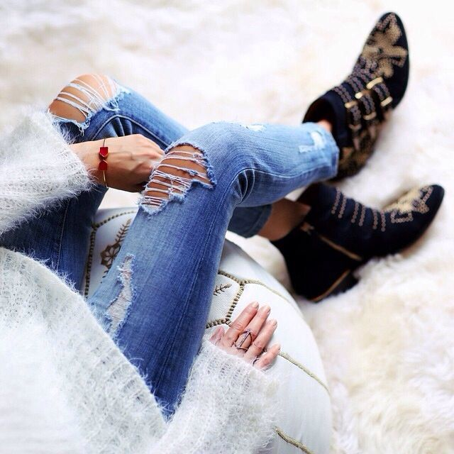 Distressed Jeans, studded Ankle Boots ❥ 4U hilariafina http://www.pinterest.com/hilariafina/