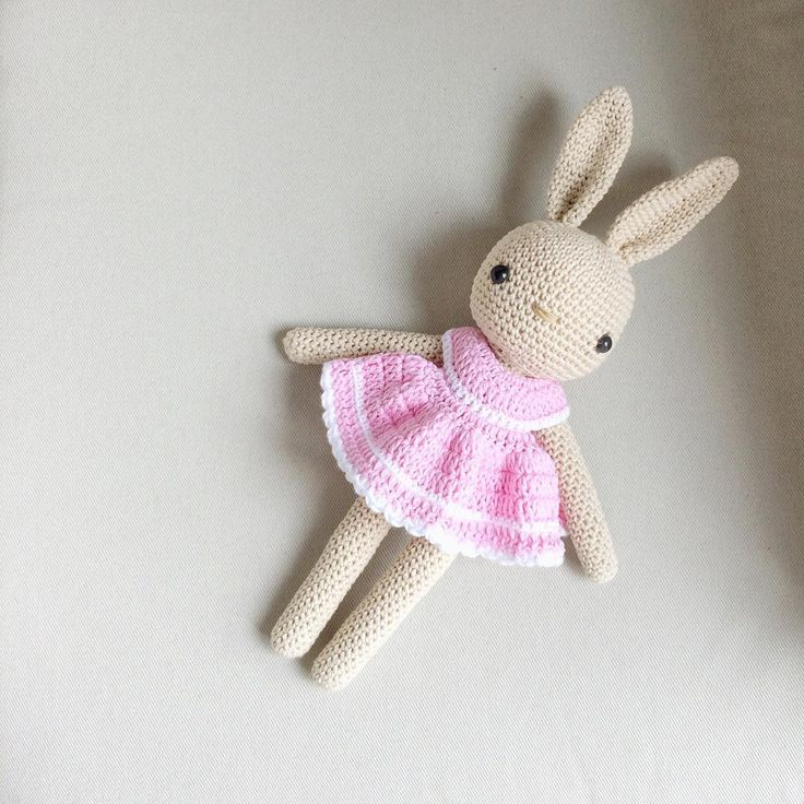 Amigurumi Bunny In Dress : ?Buenos d?as!! Pattern bunny by @kessedjian Pattern dress ...