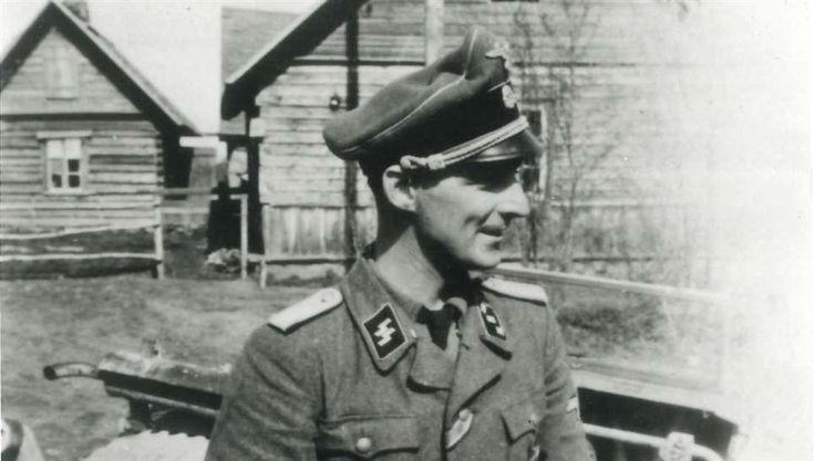 Såg vigseln. SS-officeren Gösta Pehrsson, 34 år från Karlskrona, befann sig sensationellt nog i Hitlers bunker när führern gifte sig med älskarinnan Eva Braun natten mot den 29 april 1945.Den 29 april vigs Adolf Hitler och hans älskarinna Eva Braun vigs, i ett litet rum i führerbunkern i Berlin. SS-Hauptsturmführer Gösta Pehrsson, 34 år från Karlskrona, råkar bli vittne till den makabra ceremonin.| Nyheter | Expressen