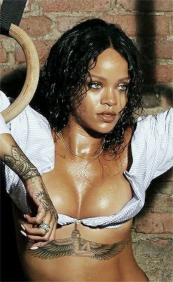 Rihanna sexy boobs