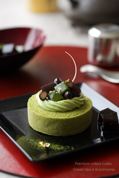 Green Tea and Korumame Roll Cake