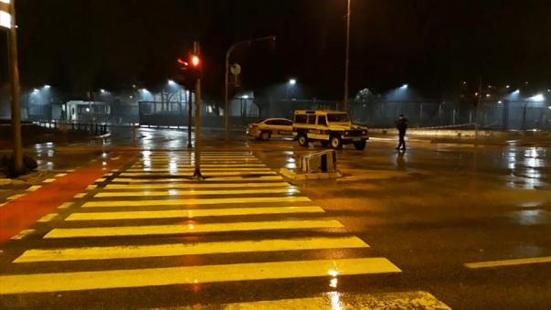 Lanzaron granada contra embajada de EEUU en Montenegro -  PODGORICA, Montenegro (Reuters) – Una persona no identificada lanzó un artefacto explosivo, probablemente una granada de mano, contra el edificio de la embajada de Estados Unidos en Podgorica, capital de Montenegro, alrededor de la medianoche, y después se suicidó, dijo el gobierno el ju... - https://notiespartano.com/2018/02/22/lanzaron-granada-embajada-eeuu-montenegro/