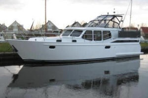 "Houseboat ""Vacance 1200"" for 6 persons, cruising the beautiful Frisian Lake District in Holland."