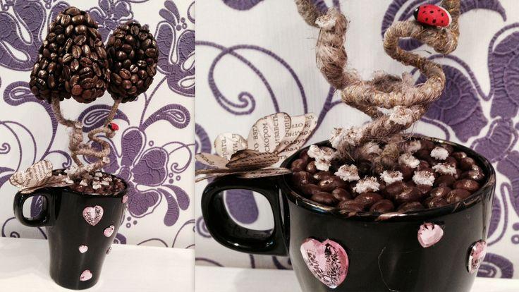 Кофейный топиарий — это красивое, яркое, позолоченное, с вашими инициалами (на заказ любые буквы, можно латинские) дерево для интерьера.  Данная композиция сделала для Леонида и Ольги — любящей пары.  Использованы в декоре интересные элементы.  Этот кофейный топиарий - прекрасный подарок как любимым, так и близким на юбилейные даты.  Высота 27 см.  Артикул TC007  Цена 700 руб.