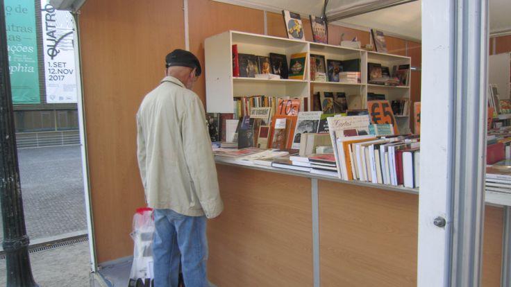 Adoro visitar a feira do livro, mas este ano fiquei desiludida! https://ontemesomemoria.blogspot.com/2017/09/feira-do-livro-porto-2017.html