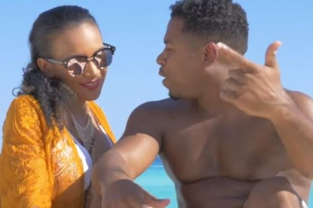 """Bobby V Drops Off New Video For """"Lil' Bit"""" Featuring Snoop Dogg Check out Bobby V's new video for """"Lil' Bit"""" featuring Snoop Dogg.https://www.hotnewhiphop.com/bobby-v-drops-off-new-video-for-lil-bit-featuring-snoop... http://drwong.live/hip-hop-community-news/bobby-v-drops-off-new-video-for-lil-bit-featuring-snoop-dogg-new-video-43315-html/"""