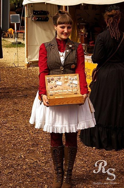 cloggo:  STEAMPUNK LOLITA Who would not buy a badge from the charming AyraLeona in what she calls herElegant Steampunk Lolita outfit. Pi...