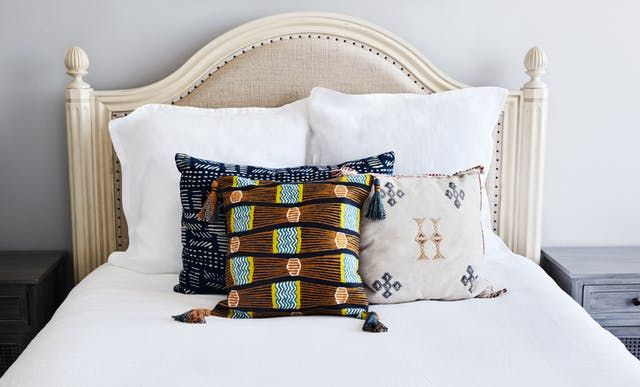 From no fuss to just a little fuss, we've created a handful of simple throw pillow set ups to copy in your own bedroom!