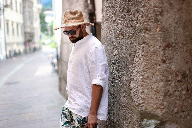 maennerblog, blog, tirol, innsbruck, influencer, streetstyle, shorts, Palmenprint, Leinenhemd, Strohhut, Adidas, Sneakers, all white, beatsanddogs.com