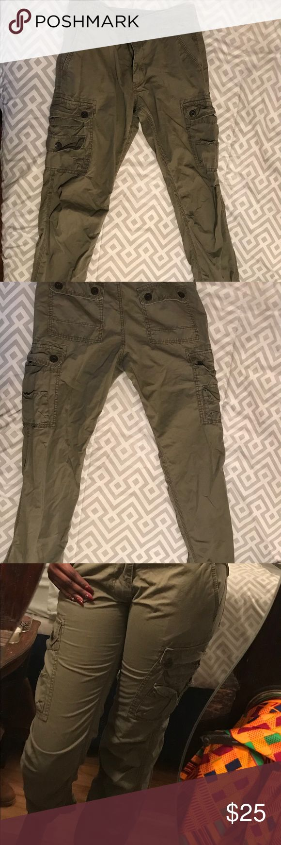 Old Navy Cargo Pants Old Navy Cargo Pants. Gently used condition. Size: 28/30 fits like a true size 3/4. Pants