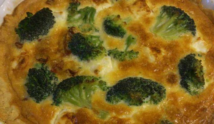 Paj med broccoli, fetaost och soltorkade tomater som är supergod!