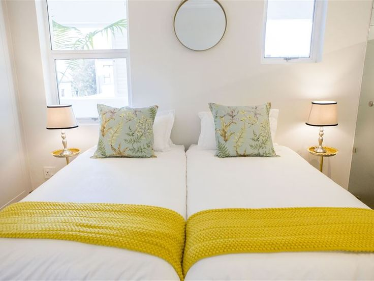 The Oak Room - Two one-bedroom apartments on the first floor. The bedroom contains two single beds, combined as a double bed (with percale and microfiber bedding).Fully equipped kitchen with breakfast nook, including ... #weekendgetaways #stellenbosch #winelands #southafrica