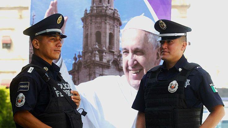 Una misa con religiosos será la primera actividad del Papa en Michoacán, uno de los estados más violentos del país y el más peligroso del continente para ellos: 40 sacerdotes fueron asesinados en México en la última década.