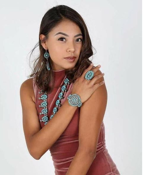 Beautiful Navajo Woman Model Unknown S Nativeamerican Brown Beauty Usa Belle Frau Femme Amerikanischeureinwohner