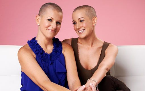 Kelly Pickler shaves her head to support her best friend who is battling breast cancer. She's still beautiful!!!