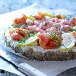 Kall laxpaj - Recept http://www.dansukker.se/se/recept/kall-laxpaj.aspx Lyxig lätt paj #paj #easter #lax #recept