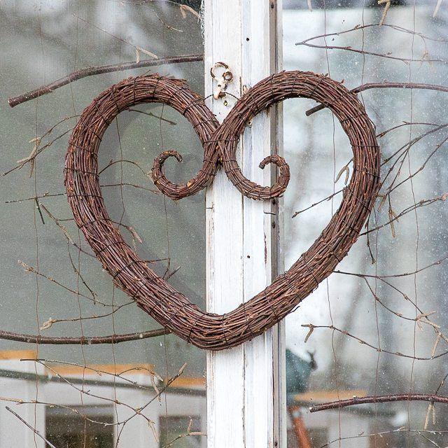 Twigs and more twigs. #birchtwig  #koivurisu #risusydän #björkris #heart #hjärta #herz #love #luonnonmateriaali #kranssi #wreath #kranz #krans #guirnalda