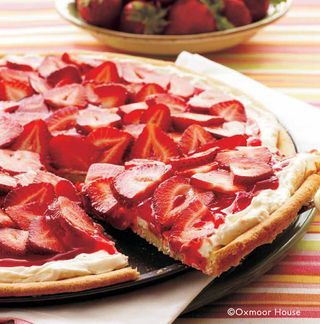 """Gooseberry Patch Recipes: Strawberry Pizza - a sugar cookie crust, cream cheese """"sauce"""" and fresh strawberry toppings!"""