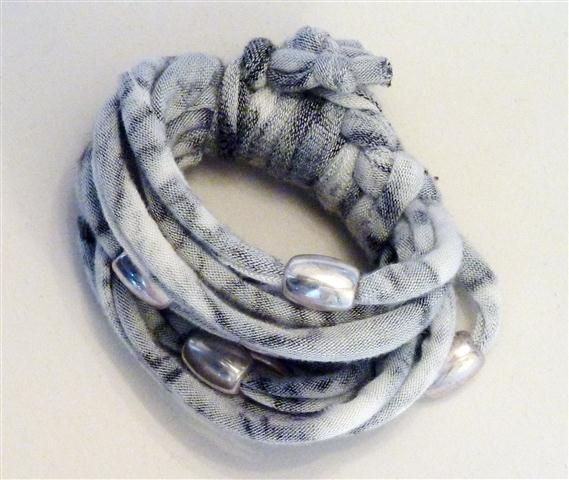 Grey patterned bracelet with matt silver beads (18B)