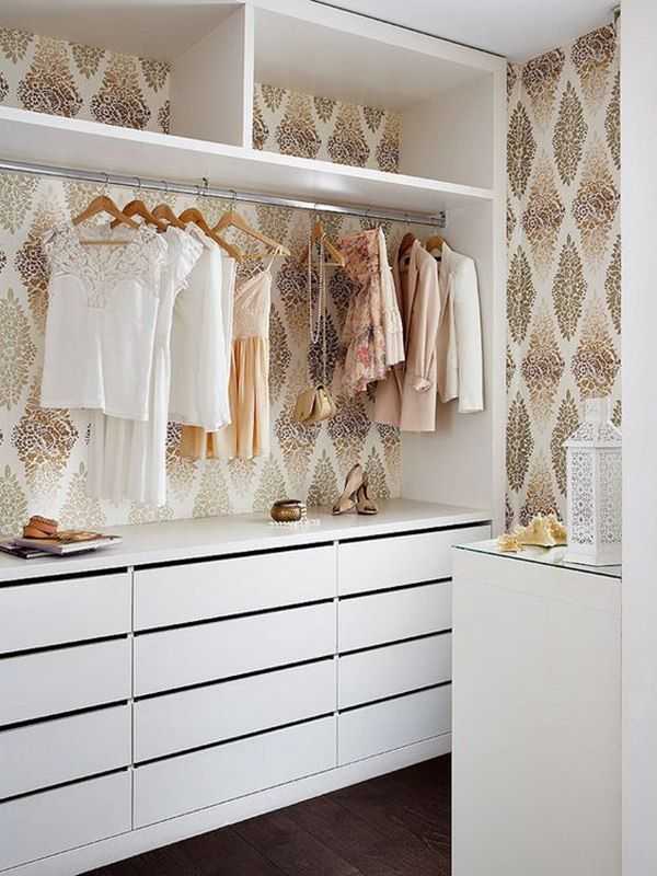 Papel pintado en el vestidor
