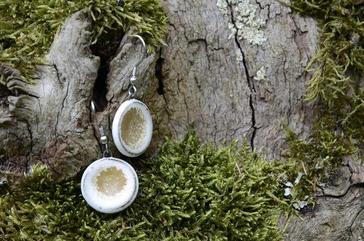 Keramické náušnice CIRCULOS (29) Náušnice z kolekce CIRCULOS. Každý kus je originál. Celková délka: 4 cm