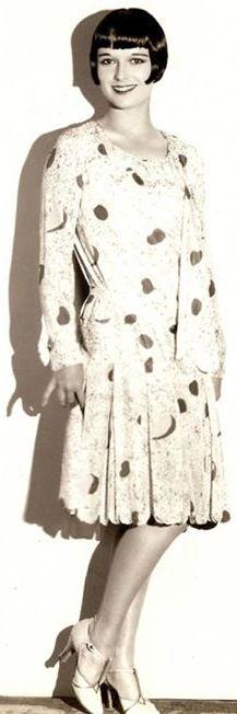 Louise Brooks standing / posing shadow smiling