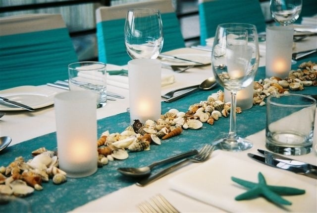 Blue fibre paper table runner with shells and blue starfish place settings