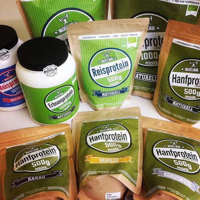 Unser #maskelmän sortiment! #vegansports #veganpowerfood #hanfprotein #reisprotein #erbsenprotein #vanille #kokosnuss #kakao #protein #trainhard #powerfood #fitvegan #veganfit #organic #pflanzlichimfall