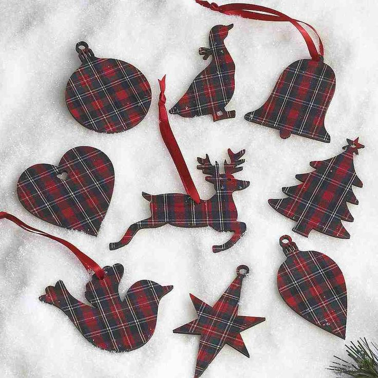 Tartan wooden gift tags that double as Christmas tree ornaments (or vice  versa)