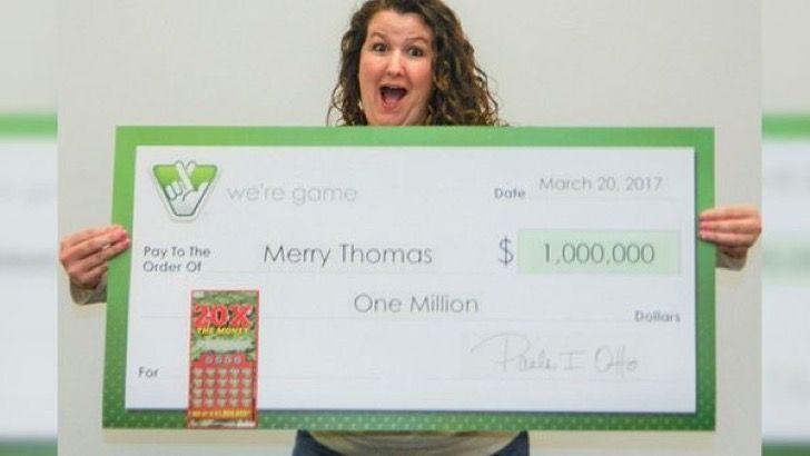 Decidió mostrarle a su amiga cómo jugar a la lotería y terminó ganándose 1 millón de dólares